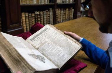 """Tuyển tập kịch Shakespeare """"Hiếm Có"""" trong thư viện Pháp"""