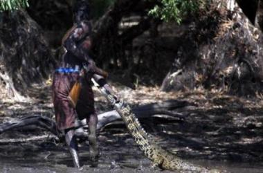 Bộ tộc săn cá sấu Yolngu ở Bắc Úc.