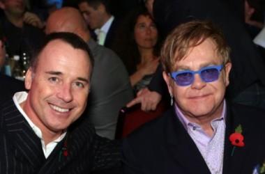 Ca sĩ Elton John làm lễ cưới