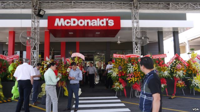 mcdonalds in vietnam Mcdonald's in vietnam by ayodeji akin abiri table of contents abstract 10 introduction 3 11 background note 4 12 global strategy 5 20 mcdonald's in vietnam 8 21 entry strategy 9.
