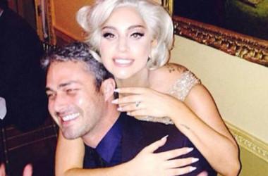 Lady Gaga đã bật khóc khi bạn trai cầu hôn ngày Valentine Day 14/02/2015