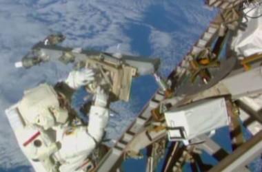 Hai phi hành gia Mỹ trên ISS thực hiện chuyến đi bộ thứ ba