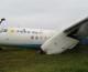 Máy bay Trung Quốc gãy cánh vì hạ cánh chệch đường băng