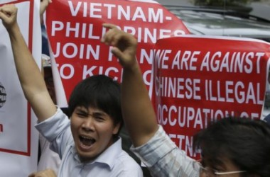 Binh sĩ Việt-Phi giao lưu bóng đá, bóng chuyền ở Trường Sa