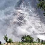 Hàng ngàn người bỏ chạy vì đất chuồi ở Nepal
