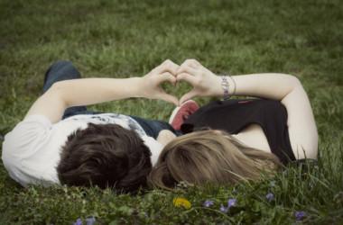 Chọn người mình yêu hay người yêu mình