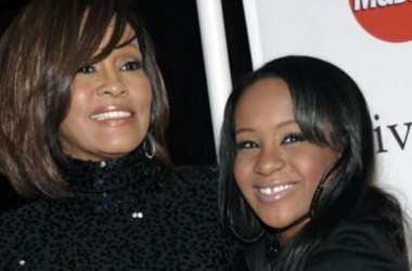 Con gái Whitney Houston qua đời ở tuổi 22