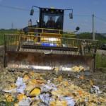 Nga nghiền nát hàng trăm tấn thực phẩm của phương Tây