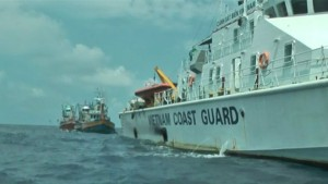 150924084011_thai_fishing_boats_escorted_out_624x351_thanhnien_nocredit