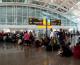 Indonesia hủy gần 700 chuyến bay vì tro bụi núi lửa