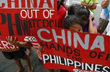 Dân Philippines ra đảo biểu tình chống Trung Quốc