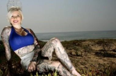 Brittany Hoa Khôi Xăm Mình tại Úc Châu