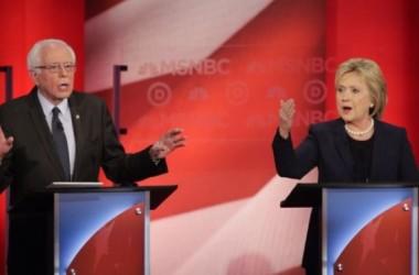 Hillary Clinton và Bernie Sanders tranh cãi kịch liệt