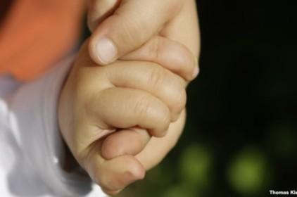 Việt Nam xác định 2 trẻ sinh đôi khác cha