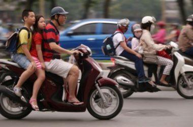 Việt Nam thắt chặt đội mũ bảo hiểm