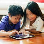 Gần 3/5 trẻ em Úc ôm máy chơi games và dán mắt vô TV