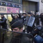 Cảnh sát Pháp dùng hơi cay với người biểu tình bênh vực di dân