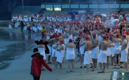 Hàng trăm người khỏa thân kết thúc lễ hội mùa đông ở Hobart