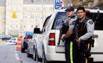 Nghi can khủng bố ở Canada bị bắn chết