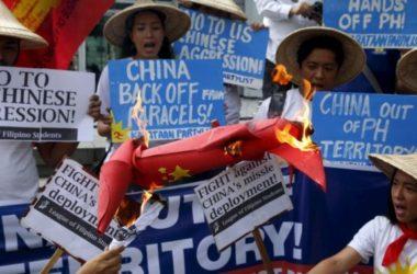 Người Việt và Philippines biểu tình chống Trung Quốc