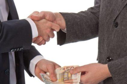 66% Doanh nghiệp ở Việt Nam phải trả chi phí 'bôi trơn' cho chính quyền?