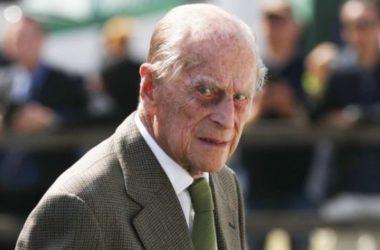 Hoàng tế Philip an toàn sau tai nạn xe hơi