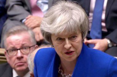 Thủ tướng Theresa May 'thoát hiểm' tiếp tục tìm đồng thuận về Brexit