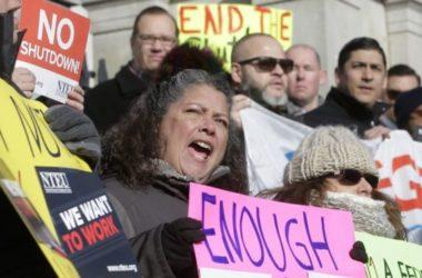 Mỹ hoãn xử vụ kiện chính phủ đóng cửa