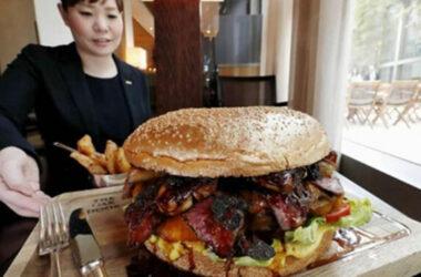 Ăn bánh Burger Vàng tại Nhật giá $900 USD