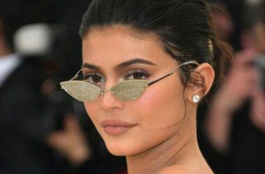 Cuộc sống xa hoa của Kylie Jenner tỷ phú trẻ 21 tuổi