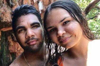 Đôi tình nhân Úc được giải cứu nhờ viết chữ trên bùn