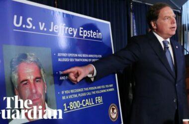 Tỷ phú Jeffrey Epstein cầm đầu đường dây mại dâm trẻ vị thành niên