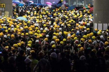 Cảnh sát Hong Kong giải tán người biểu tình khỏi Hội đồng Lập pháp