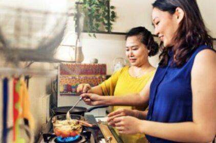 Nhiều người trẻ Úc sống với cha mẹ đến gần 30 tuổi