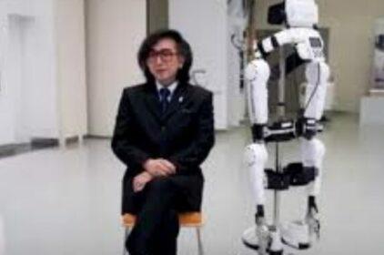 Khung xương robot giúp người liệt đi lại