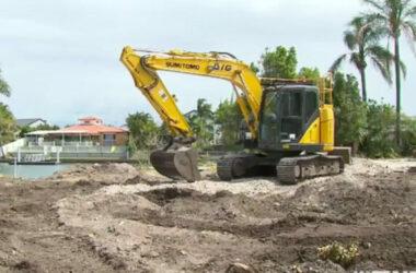 Phát hiện hơn 135.000 USD tiền mặt chôn dưới đất