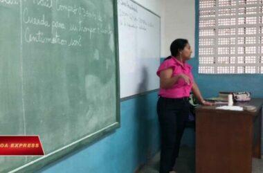Phụ huynh Venezuela trở thành giáo viên bất đắc dĩ