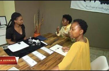 Hai chị em Nam Phi bỏ việc đi chế tác kim cương