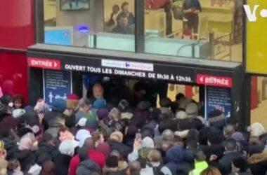 Dân Pháp chen chúc mua thực phẩm tích trữ