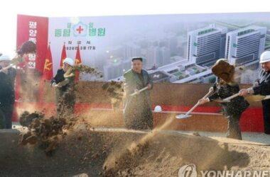 Kim Jong Un xuất hiện ở lễ khởi công bệnh viện giữa đại dịch Covid-19