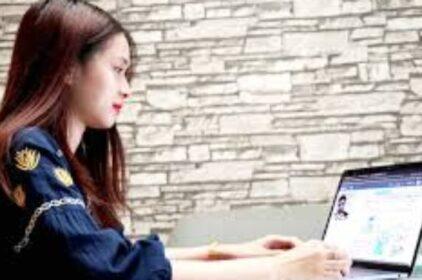 Học sinh VN lên lớp trực tuyến trong mùa corona